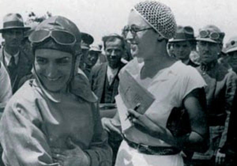 Сабиха Гёкчен - первая в мире женщина летчик-истребитель