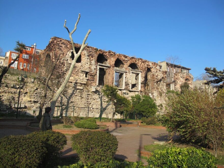 Развалины дворца Буколеон