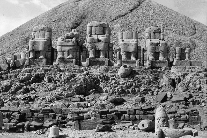 Фото пантеона, сделанное Фридрихом Дёрнером