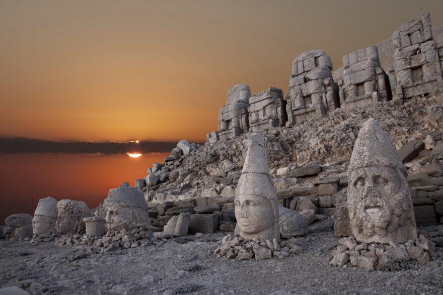 Пантеон богов на горе Немрут